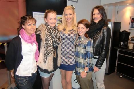 Lizettes elever från hennes Make up- och Stylistutbildning hälsade på oss idag.