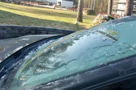 Fick skrapa bilrutorna innan vi for till skolan.