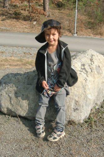 Mio vilade benen en stund. William följde med en kompis hem efter skolan så han missar årets första grillmiddag.