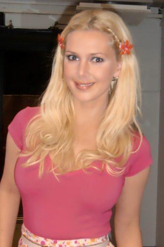 Blommor i håret och kläder från Filippa K blev det i program nr 2.