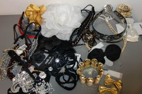 Logen är full av snygga kläder och massor av fina hårspännen och accessoarer. Vill ha!
