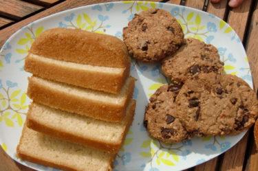 ... fat efter fat med AC´s hembakade sockerkaka och kakor.
