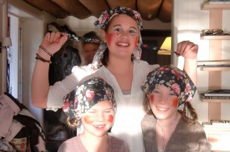 Livs kusiner Ella , Amanda och Emilia var söta påskkärringar.