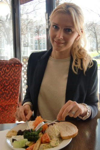 Efter givande möten åt vi lunch på Scandic Park. Hade min nya snygga kavaj från Fillipa K idag. Köpte den i Malmö förra helgen. Ett plagg som jag kommer att bo i.