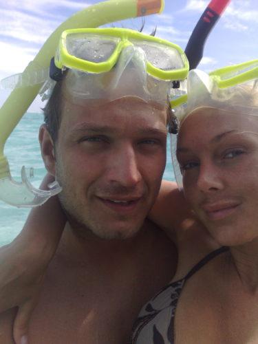 Peter och Gerard på smekmånad på Maldiverna.