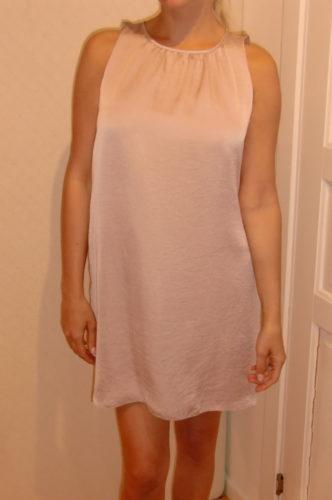 Blekrosa klänning från DAGMAR.