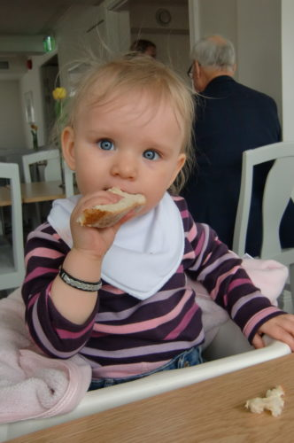 Liv åt smörgås och var lika söt som alltid.
