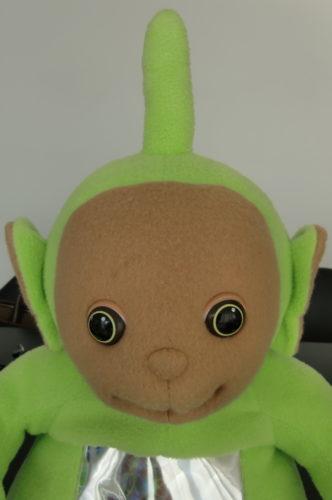 Vet inte om det är jag eller Livan som är mest rädd för den här stora, gröna saken med en snopp på huvudet.