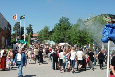 I centrum hade det anordnats en folkfest med livemusik, massor av olika aktiviteter och stånd. Det kryllade av folk.