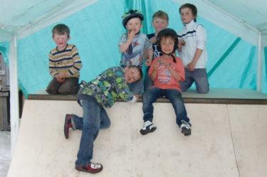 Grannarnas grannpojke Felix, brorsorna Gurra, Erik, Alex och så Mio och William.