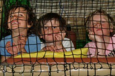 Mio, William och Oskar smet iväg och snackade tjejer. Peter skulle nog velat hänga på då också.