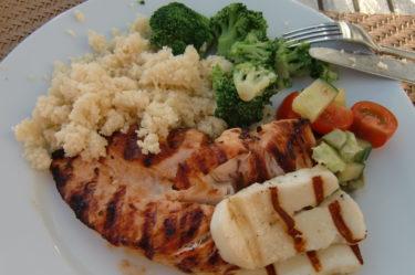 Det blev grillad kyckling med Cous-Cous, grillad Halloumi och grönsaker. Gott!
