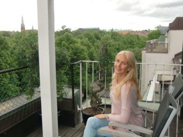 ...med balkong på Scandic Park.