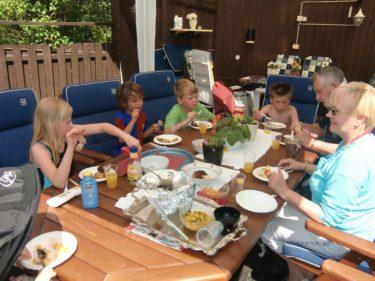 Vi åt lunch med mamma och Gunnar. Älskar att vara där. Pojkarna tjatar alltid om att fara dit.