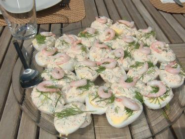 Ann-Charlotte hade tagit fram en meny inför vårt firande. Och allt blev fantastiskt gott. Vi tjejer hjälptes åt att tillaga maten och AC gav mig och Angelica många bra matlagningstips.