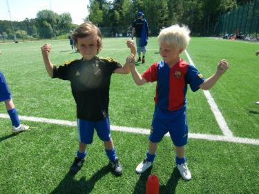 Mio och Tristan jämförde muskler.