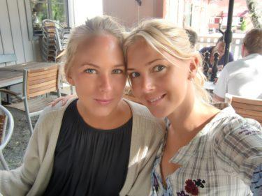 Fina Angelica och jag. Vid det här laget är nog Angelica och Jesper framme i Skanör. Fy vad trist för dem att behöva köra bort en så vacker dag.