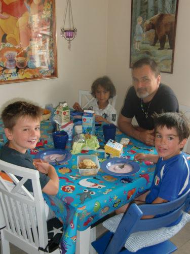 Imorse for vi till pappa och Marie och åt frukost.