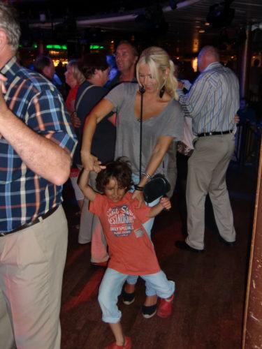 Jag och Mio dansade till en låt av min favorit, Elvis.