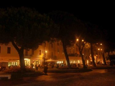 Igår åt vi middag inne i hamnstaden Desenzano.