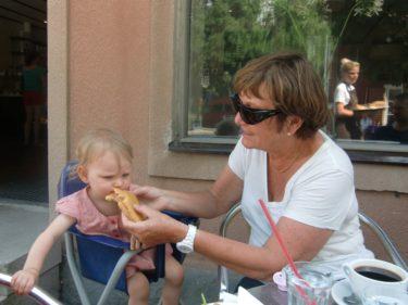 Livis och farmor Marianne.