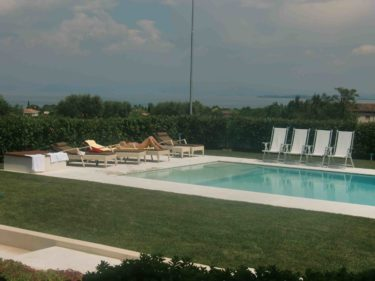 En förmiddag vid poolen. Underbart!