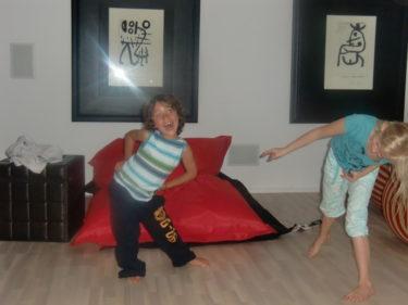Mio och Alva-Leigh uppträdde med sång och dans.