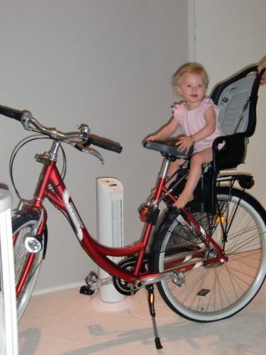 Kolla vad som kom inrullandes! har inte haft en cykel sedan jag var barn och har tänkt att köpa det i flera år. Nu kan jag och Livis cykla till dagis.