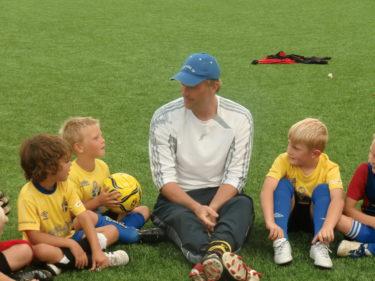 Idag var det målvaktensdag så Magnus var där och lärde ut alla barnen hur man blir en bra målvakt. Lance och Tristan var nog stolta.