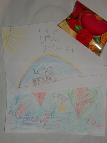 Fina teckningar med hjärtan och kärleksförklaringar fick jag av pojkarna. Och trisslotter. har aldrig vunnit mer än 25 kr på en trisslott men idag vann jag 300 kr.