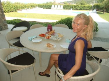 En eftermiddag lånade vi Emma och Elins hus och åt en god lunch vid poolen, bara jag och Peter.