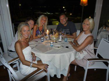 En av kvällarna åt vi middag på en restaurang som hette Aqua Riva. Elin, Emma och Emmas kille var med oss.