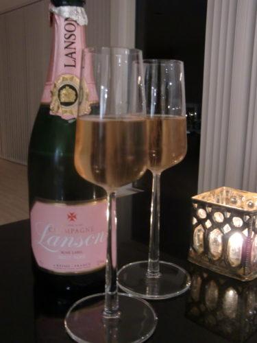 Till Peters ära korkade jag upp min fina roséchampagne.