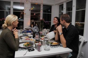Camilla hade valt att bjuda på en riktit underskattad 80-tals klassiker. Fondue. Så nu måste det inhandlas en fonuegryta för detta kommer bli en rätt som vi i Graafryd-familjen kommer äta ofta.