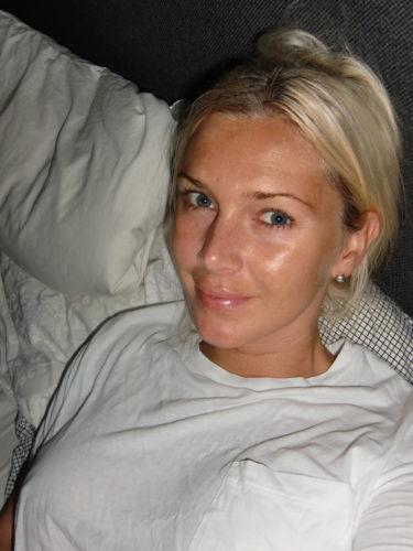 God morgon! Här ligger jag i sängen och skriver. Borde nog lägga på ett kol.