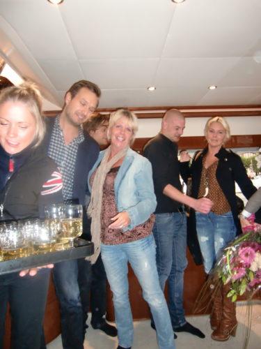det bjöds på snittar och champagne. maggan fick presenter och en åktur med båten ut i Skärgården.