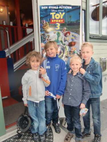 Mio och William med kompisarna Chris och Nick.