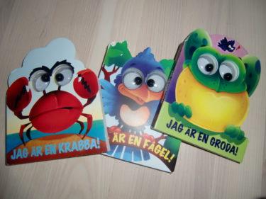 """Köpte dessa söta böcker med ögon på barnboks-utförsäljning på ICA Maxi igår. Jag är en krabba tyckte jag var så passande, med tanke på min och Livans """"talang"""" att kunna göra """"krabbgrepp"""" med våra tår. Knipa Peter och plocka upp plocka upp saker från golvet. Det du!"""