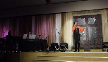 Glady del Pilar sjöng fantastiskt och förgyllde vår kväll med flera låtar.