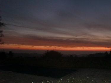 När vi kom fram gav solens sista strålar ett vackert sken över horisonten.