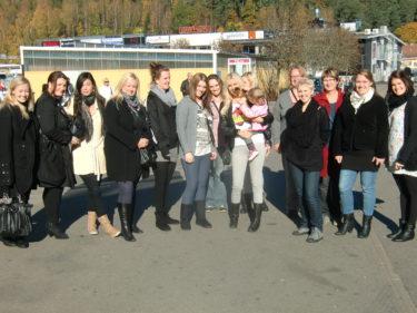 Vid lunch i måndags möttes vi hela gänget vid ingången. Totalt var vi 18 st som shoppade, skrattade och umgicks.