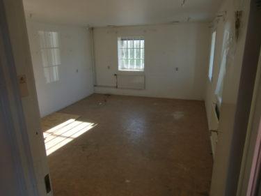 Här kommer vi lägga nytt golv, måla och sätta spotlights. Ska förhoppningsvis bli ett showroom i framtiden.
