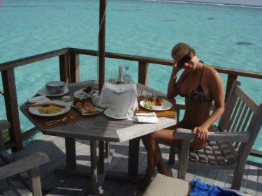 ...ungefär ett år efter vår champagnefrukost på vår altan på smekmånaden.