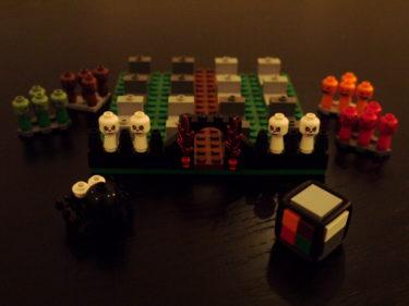 mio fick ett Lego-spel av en kompis i födelsedagspresent. Så ikväll premiärspelade vi det. Ett kul taktikspel.