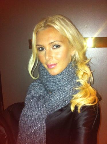 Jag hade på mig min nya fina svarta klänning/tunika och halsduk från Filippa K.