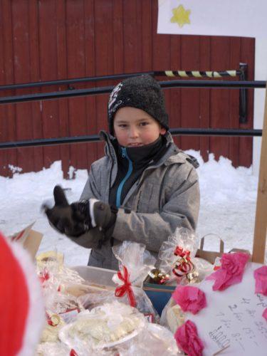 Var imopnerade av barnen. de var frimodiga och gick runt och sålde bröd, lus och allt möjligt annat. William skulle kunna sälja is till Eskimåerna.