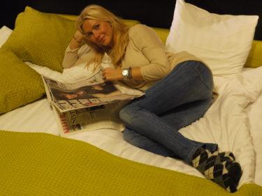 Efter shoppingrundan har jag slappat på hotellrummet, läst tidningar och ätit choklad (kände att lunchen var för nyttig. var tvungen att kompensera).