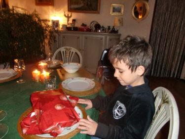 Mio blev firad ännu en gång och fick presenter av morfar och mormor.