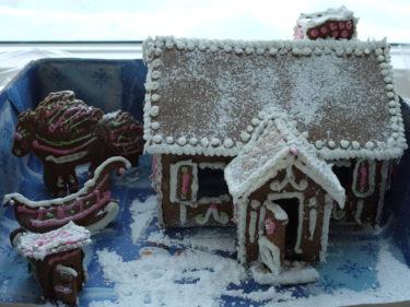 vet inte om du minns mitt och barnes pepparkakshus från förr, förra julen. Men gör du det så förstår du min avund.