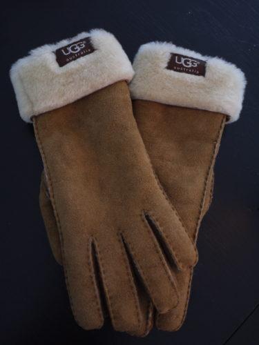 Fick fantastiskt mjuka och varma handskar från UGG. Nu matchar jag Liv och behöver inte frysa om mina långa E.T-fingrar.